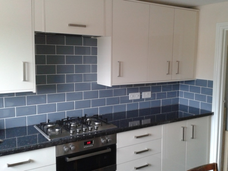 Kitchen fitting linnell carpentry and kitchens for Complete kitchens
